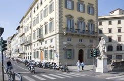 参观佛罗伦萨的视域游人在3月31,2014 库存图片
