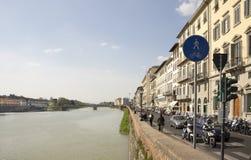 参观佛罗伦萨的视域游人在3月31,2014 图库摄影