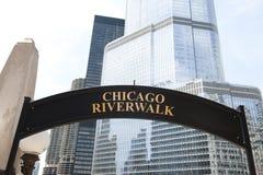 参观向芝加哥江边 免版税图库摄影