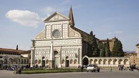 参观圣玛丽亚中篇小说的教会游人在佛罗伦萨 免版税库存照片