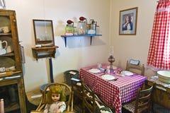 参观家庭老房子  免版税库存图片