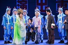参观江西OperaBlue外套的前辈 免版税库存照片