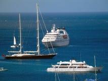 参观海军部海湾的花梢船 免版税图库摄影
