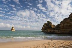 参观美丽的卡米洛海滩 库存照片