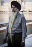 参观金黄寺庙的锡克教徒和印地安人民 库存图片