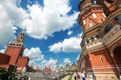 参观2013年7月13日的游人红场在莫斯科,鲁斯 免版税图库摄影