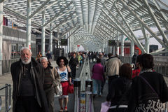 参观Cartoomics的人们2014年在米兰,意大利 免版税库存图片