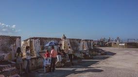 参观El Morro城堡的游人 免版税库存图片