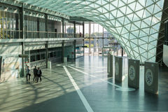 参观HOMI,家国际展示的人们在米兰,意大利 库存图片