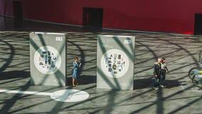 参观HOMI,家国际展示的人们在米兰,意大利 免版税图库摄影