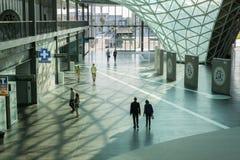参观HOMI,家国际展示的人们在米兰,意大利 免版税库存照片