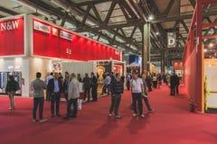 参观Tuttofood的人们2015年在米兰,意大利 库存图片