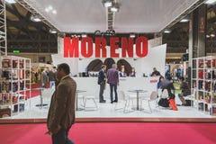 参观Tuttofood的人们2015年在米兰,意大利 库存照片