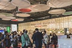 参观Tuttofood的人们2015年在米兰,意大利 免版税库存照片