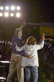 参议员和John Kerry挥动从短暂停留凯利返回的快速在美国培训间,袭步, NM夫人 挥动从阶段的约翰・克里在遗产正方形,旗竿, AZ 库存照片