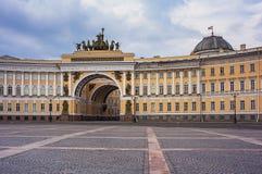 总参谋部大厦在圣彼德堡,俄罗斯 免版税库存照片