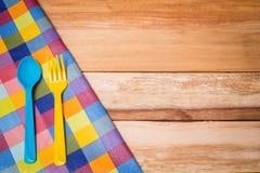 叉子、刀子和桌布 免版税库存照片