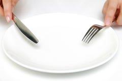 叉子和一把刀子有空的盘的 免版税库存照片