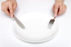 叉子和一把刀子有空的盘的 免版税库存图片