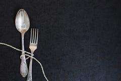 叉子和匙子有珍珠的 库存照片
