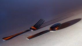 叉子和匙子有阴影的 免版税库存照片