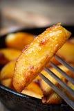 叉子油煎的土豆 库存图片