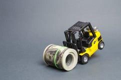 叉架起货车不可能筹集捆绑美元 昂贵的贷款,高税金负担 慷慨的财务,吸引投资 免版税图库摄影