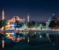 及早圣索非亚大教堂在晚上在伊斯坦布尔 免版税库存照片