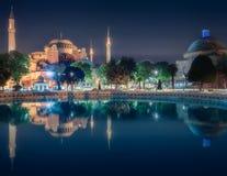 及早圣索非亚大教堂在晚上在伊斯坦布尔 库存照片