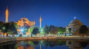及早圣索非亚大教堂在晚上在伊斯坦布尔 免版税图库摄影