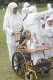 及早学会残疾儿童和崇拜麦加朝圣的孩子 库存图片