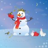 友好的雪人哺养的鸟和兔宝宝 免版税库存照片