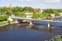 友谊桥梁与步行隧道的在纳尔瓦在爱沙尼亚和Ivangorod之间的Narova河在俄罗斯 库存图片