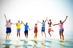 友谊自由海滩暑假概念 免版税库存照片