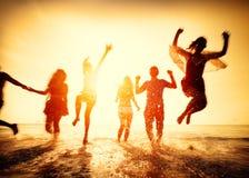 友谊自由海滩暑假概念 免版税库存图片