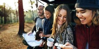 友谊野营的咖啡青年假日概念 免版税库存图片