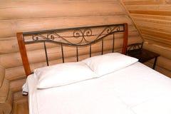 双人床在蒸汽浴休息室 休息的中心,俄罗斯 库存照片