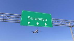 双到达对苏拉巴亚机场的引擎商业飞机 旅行到印度尼西亚概念性3D翻译 图库摄影