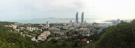 双塔、厦门大学校园和Nanputuo寺庙全景在厦门市,东南中国 图库摄影