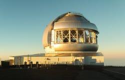 双子星座在日落的观测所结构 免版税库存照片