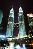 双子楼在晚上(吉隆坡,马来西亚) 免版税库存图片