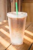 双层壁杯被冰的咖啡拿铁 免版税库存照片