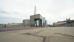 双层汽车伦敦桥在有人的伦敦公车运送慢动作 影视素材