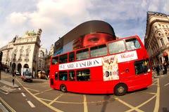 双层汽车在伦敦,英国 免版税图库摄影