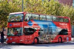 双层甲板船旅游观光的公共汽车在法兰克福,德国 免版税图库摄影