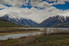 双峰顶和双湖科罗拉多 免版税库存照片