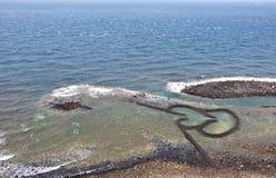 双心脏石头潮汐测流堰在Chimei台湾 免版税库存照片