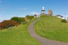 双排扣的男礼服雕象Tenby小山Pembrokeshire威尔士历史的威尔士镇 免版税库存照片