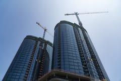 双摩天大楼建设中 免版税库存照片
