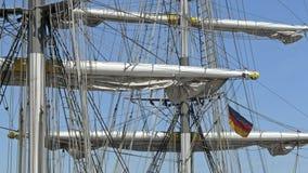 双桅船标志德国帆柱默西迪丝 免版税库存照片